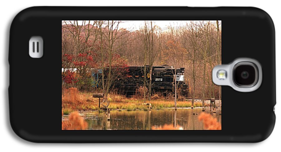Train Galaxy S4 Case featuring the photograph 080706-57 by Mike Davis