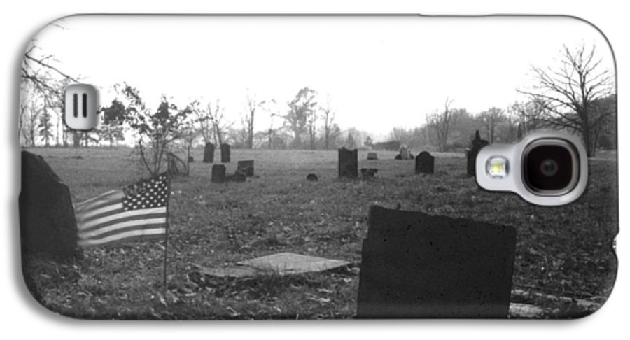 Flag Galaxy S4 Case featuring the photograph 10602-16bw Memorial Day 1991 by Mike Davis