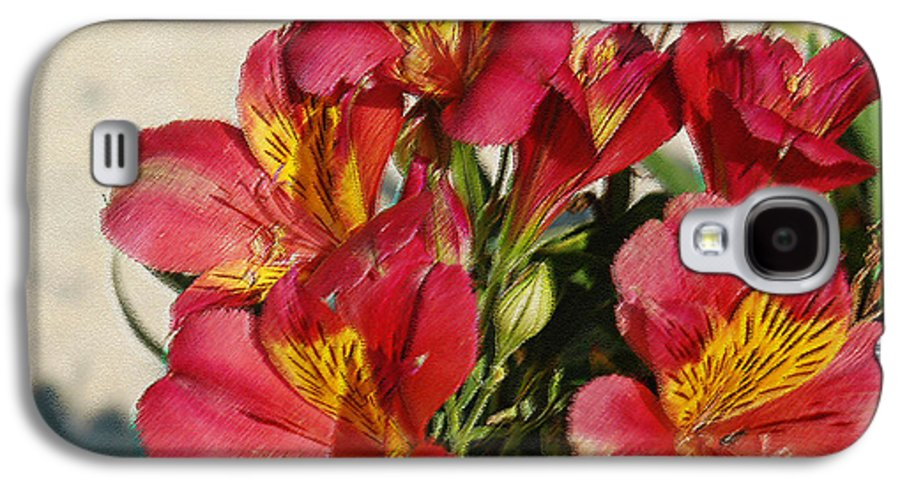 Alstroemeria Galaxy S4 Case featuring the photograph Alstroemeria In Pastel by Suzanne Gaff