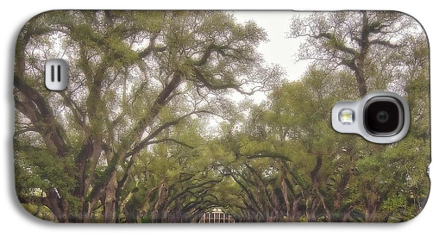 Oak Alley Plantation Galaxy S4 Case featuring the photograph And Time Stood Still by Steve Harrington