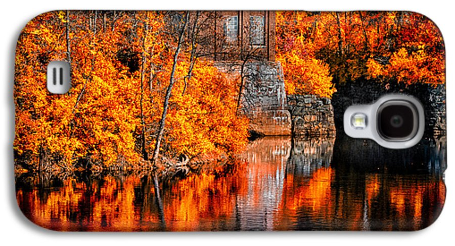 Auburn Galaxy S4 Case featuring the photograph Autumn Reflections by Bob Orsillo