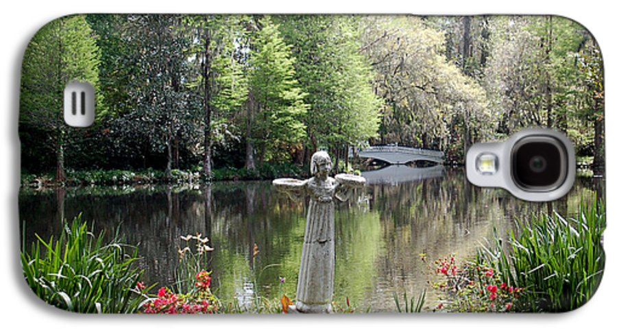 Bird Girl Galaxy S4 Case featuring the photograph Bird Girl Of Magnolia Plantation Gardens by Suzanne Gaff