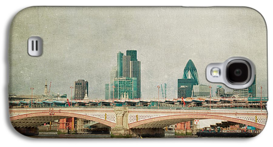 London Photo Galaxy S4 Case featuring the photograph Blackfriars Bridge by Violet Gray
