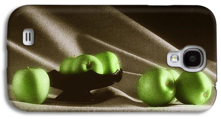 Granny Smith Galaxy S4 Case featuring the photograph Green Apples by Tony Cordoza