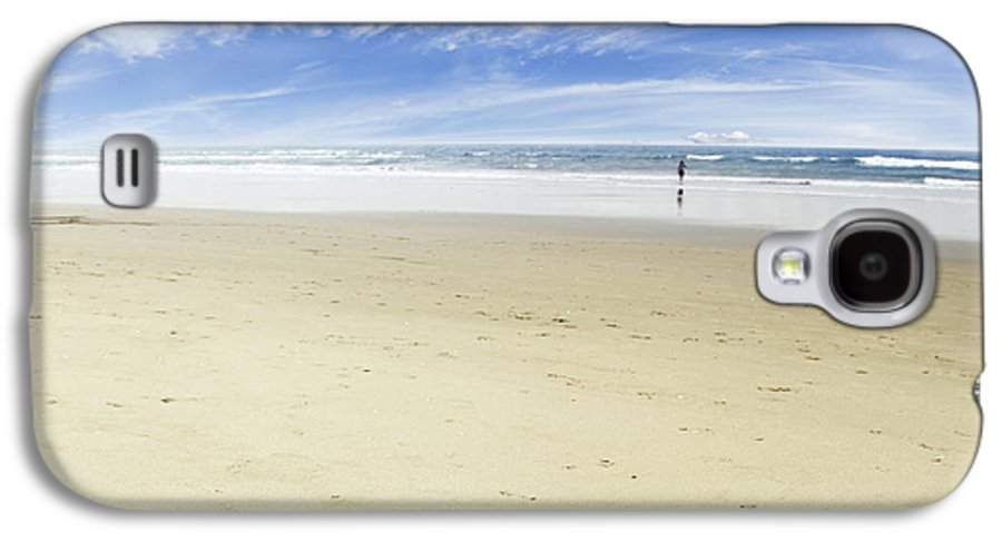 Beach Galaxy S4 Case featuring the photograph Happiness by Les Cunliffe
