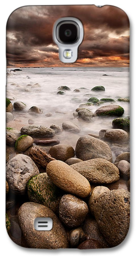 Waterscape Galaxy S4 Case featuring the photograph Lost In A Moment by Jorge Maia