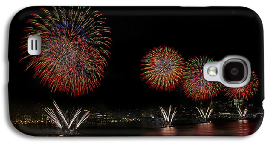 4th Of July Galaxy S4 Case featuring the photograph New York City Celebrates The Fourth by Susan Candelario