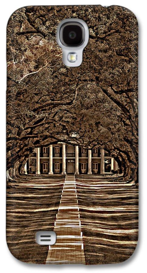Oak Alley Plantation Galaxy S4 Case featuring the photograph Oak Alley Bw by Steve Harrington