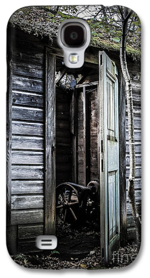 Sinister Galaxy S4 Case featuring the photograph Old Abandoned Well House With Door Ajar by Edward Fielding