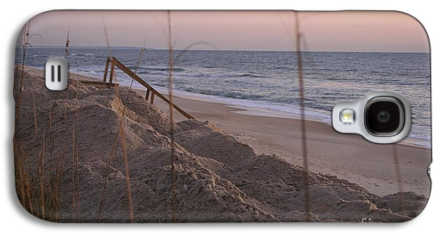 Pink Galaxy S4 Case featuring the photograph Pink Sunrise On The Beach by Nadine Rippelmeyer