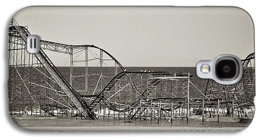 The Jet Star Galaxy S4 Case featuring the photograph Seaside After Sandy by Mark Miller