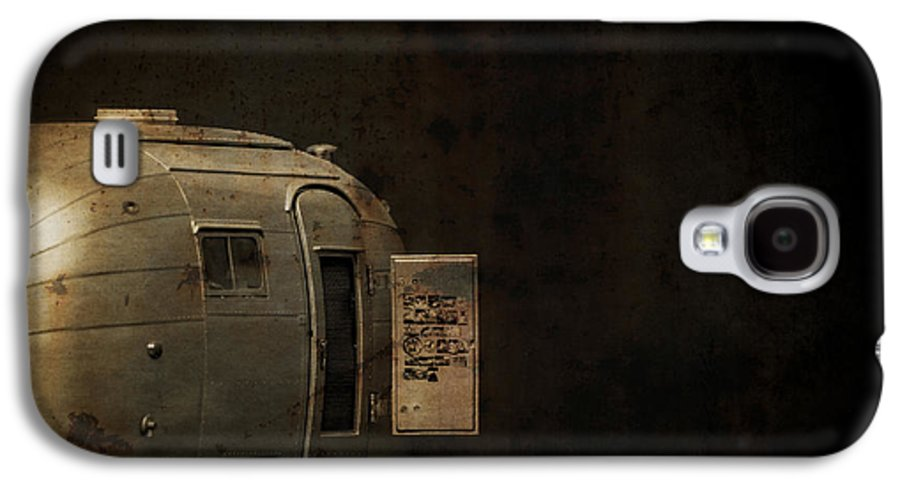 Creepy Galaxy S4 Case featuring the photograph Spooky Airstream Campsite by Edward Fielding