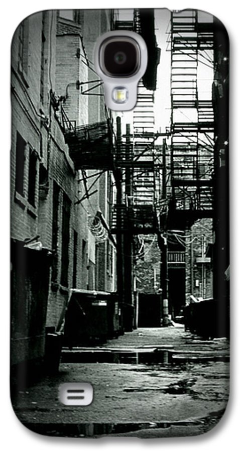 City Galaxy S4 Case featuring the photograph The Alleyway by Michelle Calkins