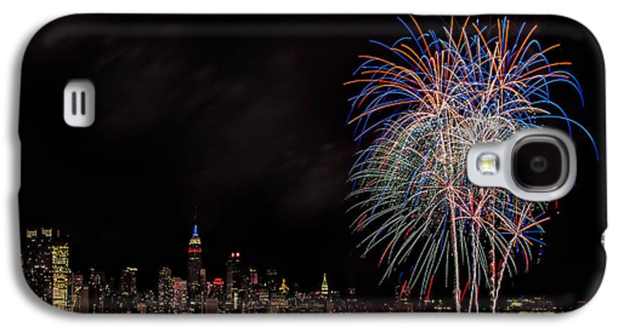 4th Of July Galaxy S4 Case featuring the photograph The New York City Skyline Sparkles by Susan Candelario