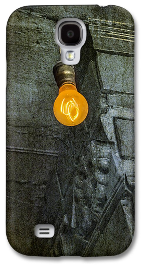 Light Galaxy S4 Case featuring the photograph Thomas Edison Lightbulb by Susan Candelario