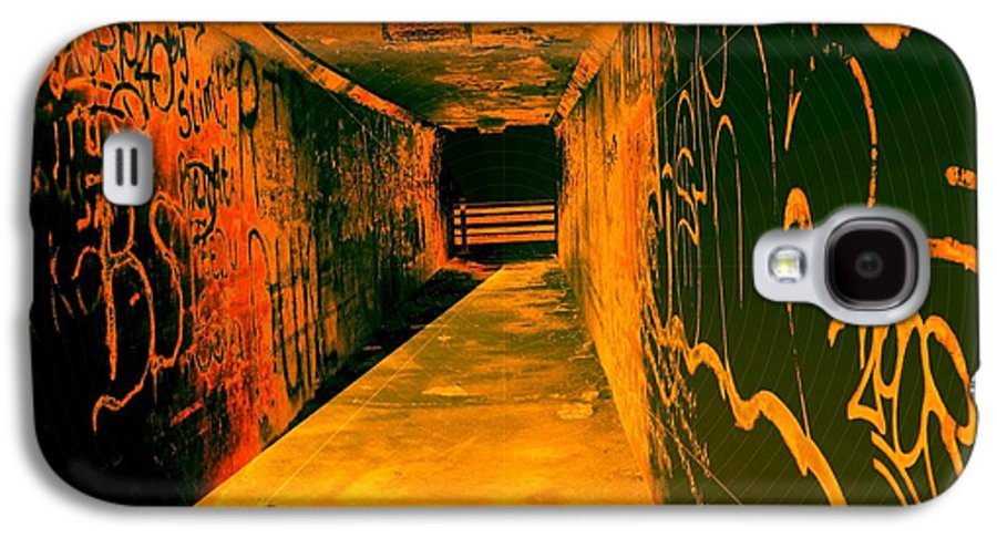 Tunnel Galaxy S4 Case featuring the photograph Under The Bridge by Ze DaLuz
