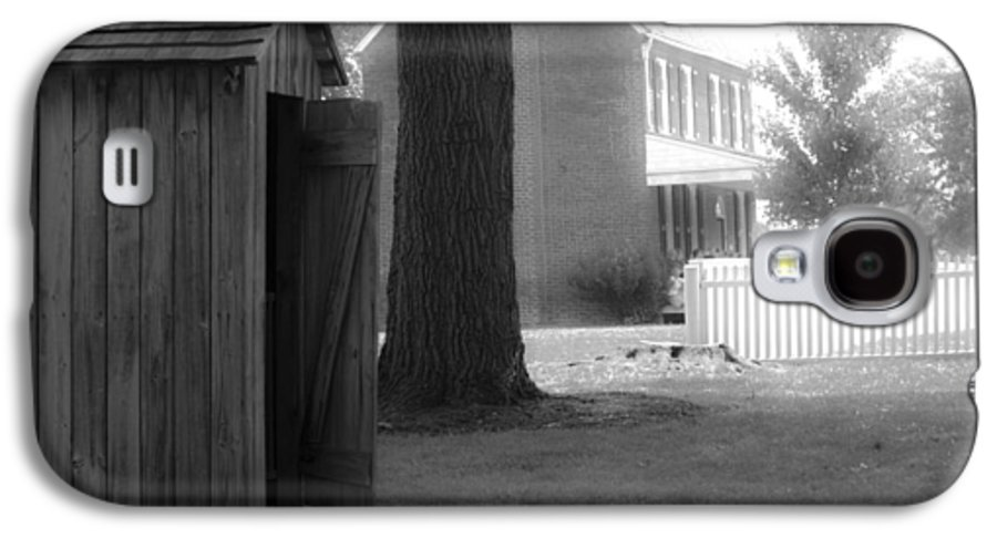 Appomattox Galaxy S4 Case featuring the photograph Meeks Outhouse by Teresa Mucha