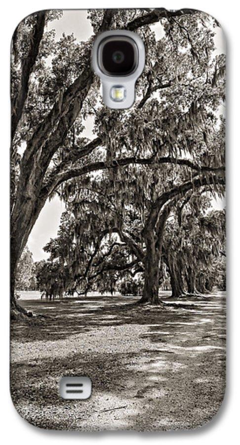 Evergreen Plantation Galaxy S4 Case featuring the photograph Memory Lane Monochrome by Steve Harrington