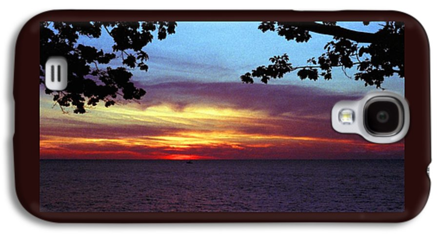 Sunset Galaxy S4 Case featuring the photograph 070506-68 by Mike Davis