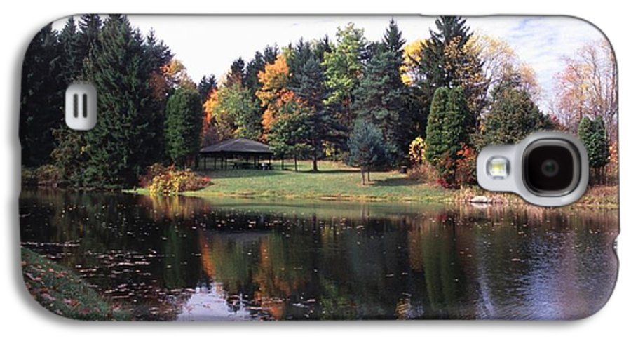 Autumn Colors Galaxy S4 Case featuring the photograph 102201-23 by Mike Davis