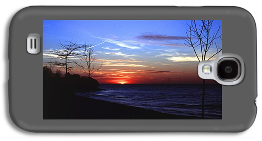 Sunset Galaxy S4 Case featuring the photograph 112601-54 by Mike Davis