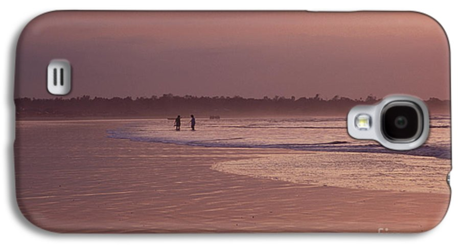 Ecuador Galaxy S4 Case featuring the photograph Beachcombers by Kathy McClure