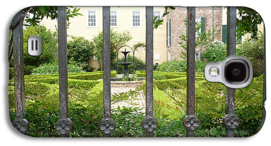 New Orleans Galaxy S4 Case featuring the photograph Beauregard-keyes House by Kathy Schumann