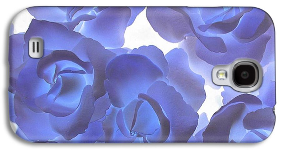 Blue Galaxy S4 Case featuring the photograph Blue Roses by Tom Reynen