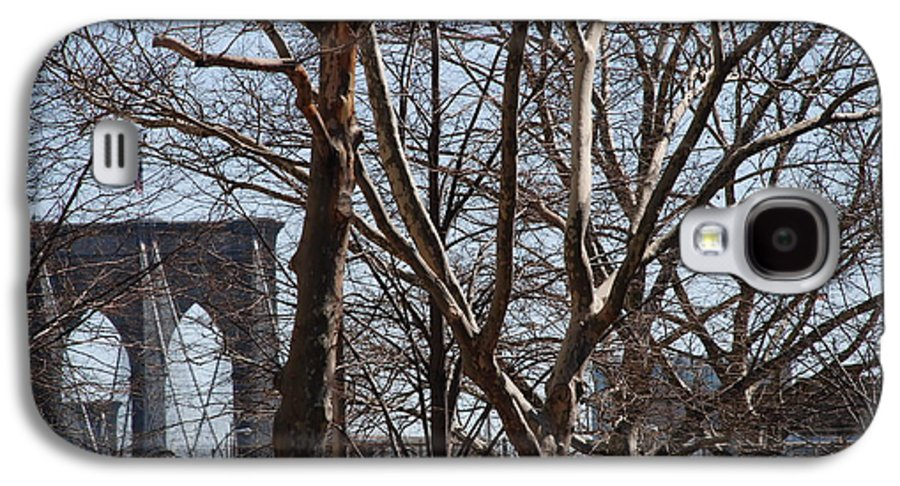 Architecture Galaxy S4 Case featuring the photograph Brooklyn Bridge Thru The Trees by Rob Hans