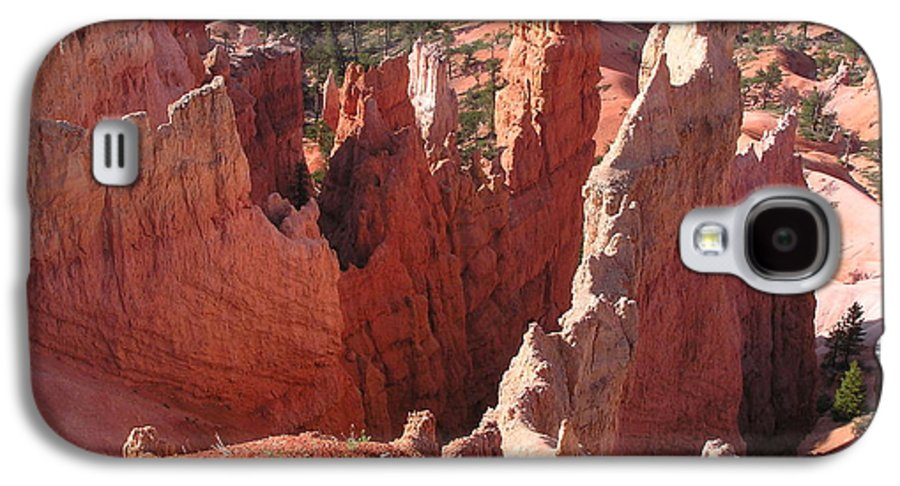 Bryce Galaxy S4 Case featuring the photograph Bryce Canyon Look by Louise Magno