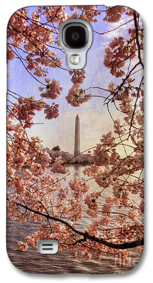 Cherry Blossoms Galaxy S4 Case featuring the photograph Cherry Blossoms And The Washington Monument by Lois Bryan
