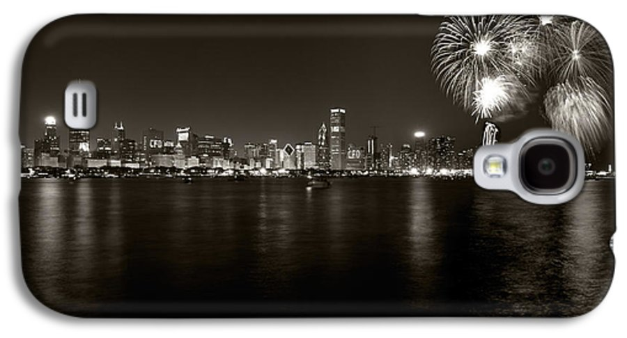 4th Galaxy S4 Case featuring the photograph Chicago Skyline Fireworks Bw by Steve Gadomski