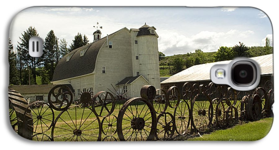 Historic Barn Galaxy S4 Case featuring the photograph Dahmen Barn by Louise Magno