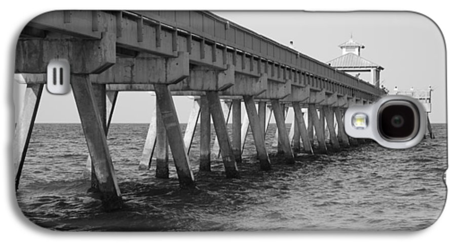 Architecture Galaxy S4 Case featuring the photograph Deerfield Beach Pier by Rob Hans