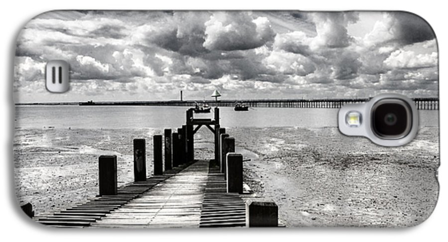 Wharf Southend Essex England Beach Sky Galaxy S4 Case featuring the photograph Derelict Wharf by Sheila Smart Fine Art Photography
