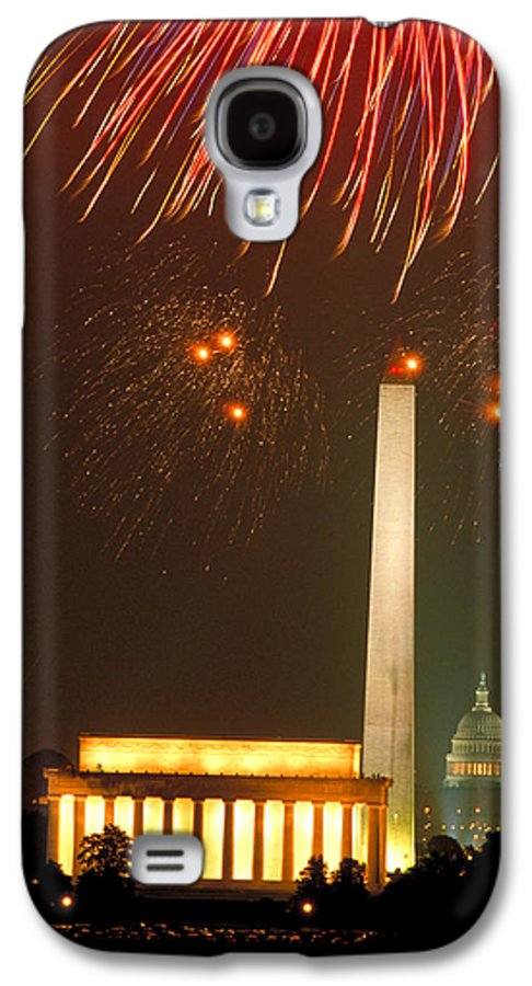 Illuminated Galaxy S4 Case featuring the photograph Fireworks Over Washington Dc Mall by Carl Purcell
