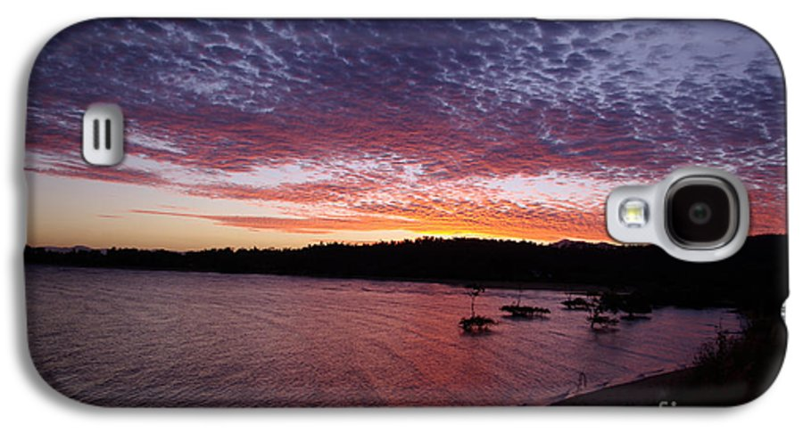 Landscape Galaxy S4 Case featuring the photograph Four Elements Sunset Sequence 1 Coconuts Qld by Kerryn Madsen - Pietsch