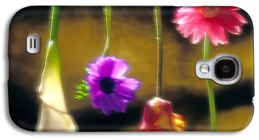 Tulip Galaxy S4 Case featuring the photograph Hanging Flowers by Tony Cordoza