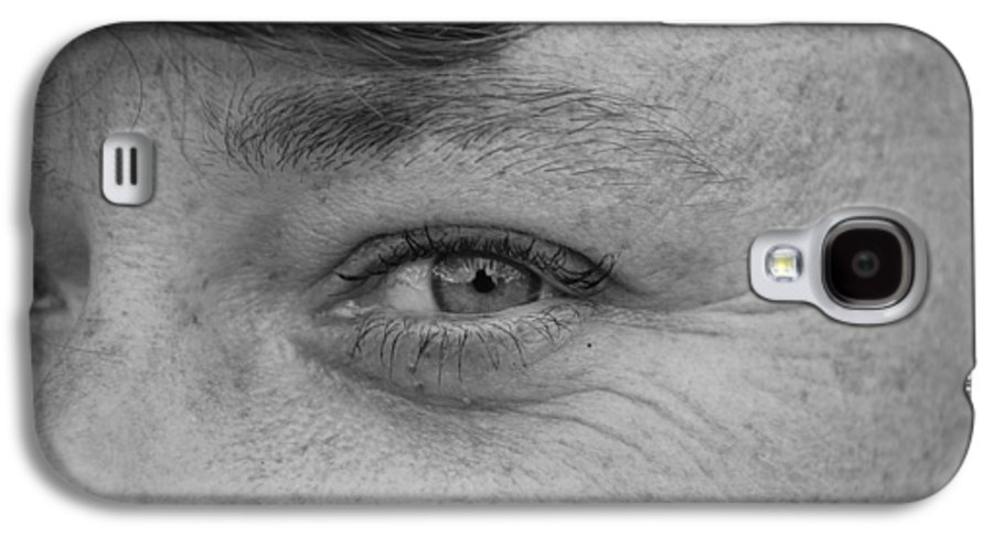 Black And White Galaxy S4 Case featuring the photograph I See You by Rob Hans