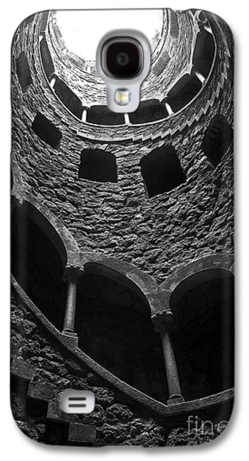 Ancient Galaxy S4 Case featuring the photograph Initiation Well by Carlos Caetano