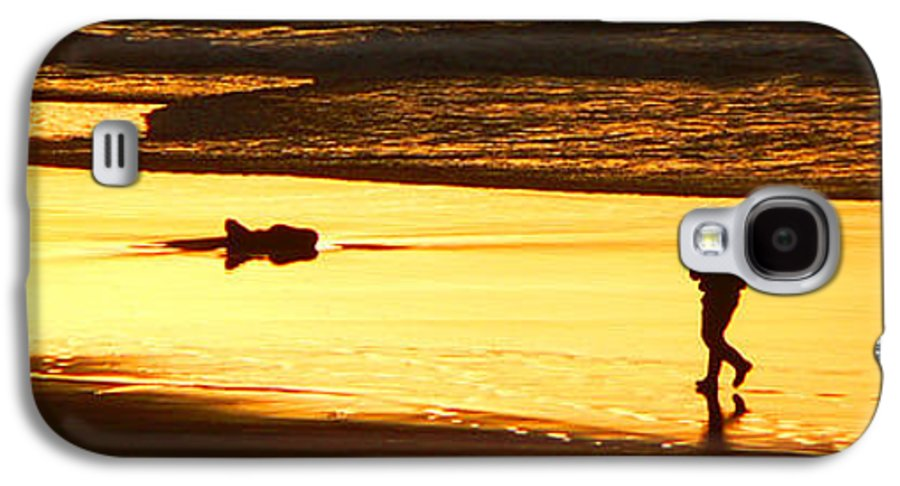 Pacific Ocean Galaxy S4 Case featuring the photograph Jog At Sunset by Larry Keahey