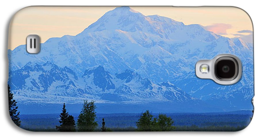 Mount Mckinley Galaxy S4 Case featuring the photograph Mount Mckinley by Keith Gondron