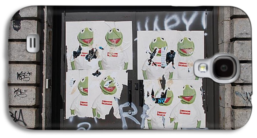 Kermit The Frog Galaxy S4 Case featuring the photograph N Y C Kermit by Rob Hans