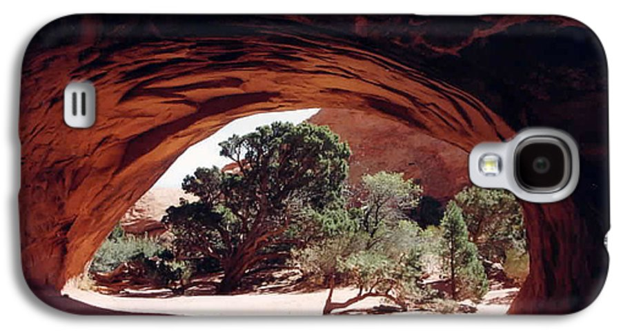 Utah Galaxy S4 Case featuring the photograph Navajo Arch by Kathy Schumann