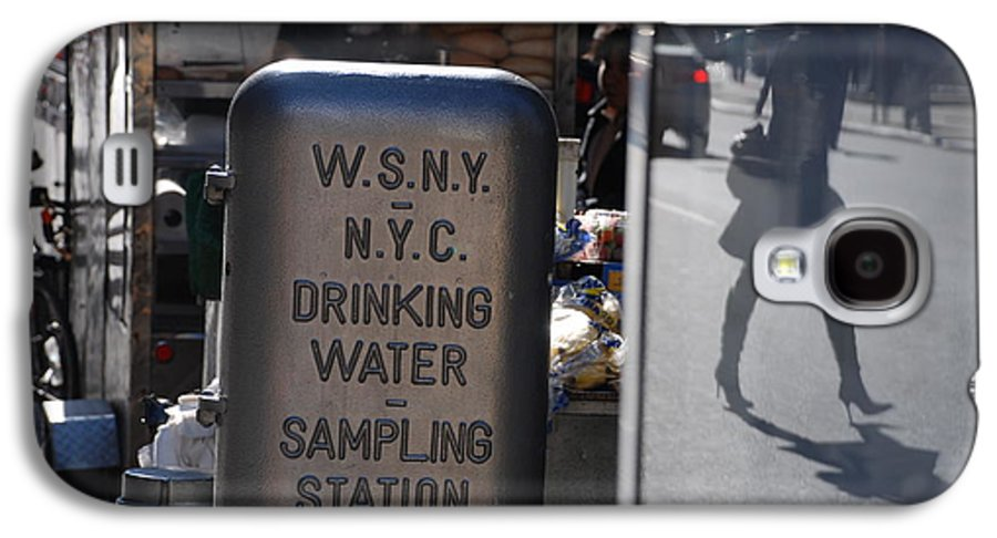 Street Scene Galaxy S4 Case featuring the photograph Nyc Drinking Water by Rob Hans