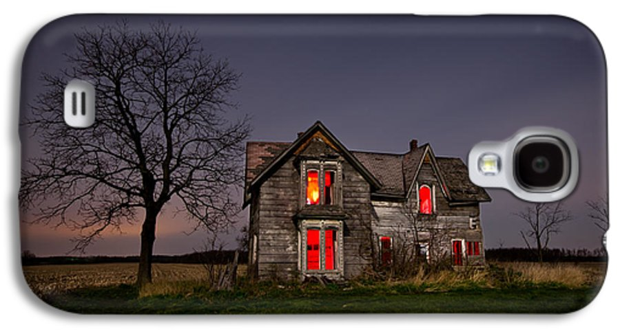 Abandoned Galaxy S4 Case featuring the photograph Old Farm House by Cale Best