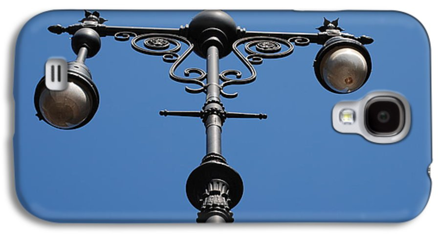 Lamppost Galaxy S4 Case featuring the photograph Old Lamppost by Rob Hans