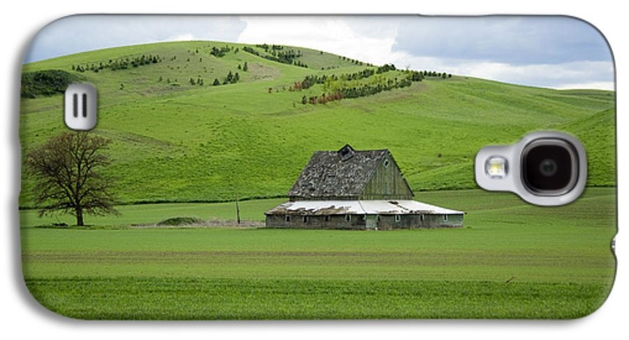 Palouse Galaxy S4 Case featuring the photograph Palouse Old Barn by Louise Magno