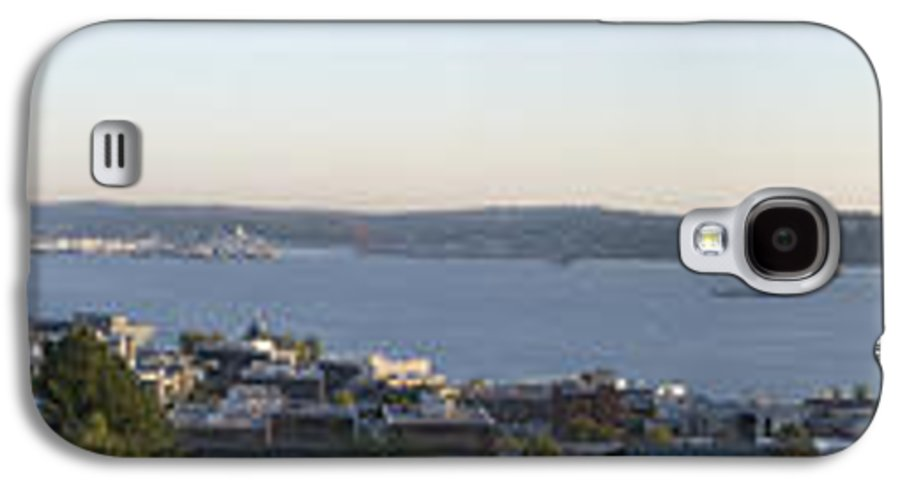 Panoramic Galaxy S4 Case featuring the photograph Panoramic Of Seattle by Larry Keahey