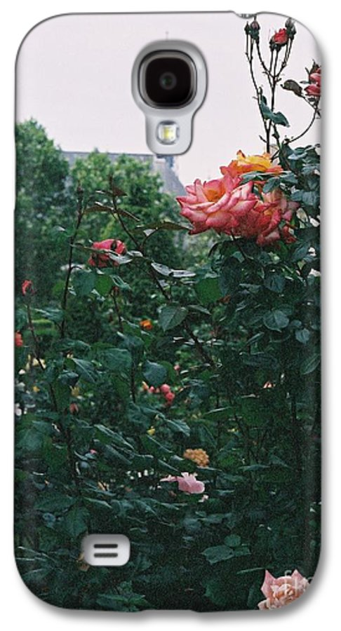 Roses Galaxy S4 Case featuring the photograph Pink Roses And The Eiffel Tower by Nadine Rippelmeyer